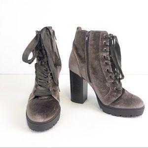 STEVE MADDEN Laurie Velvet Chunky Ankle Boot 7.5